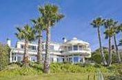 Mariah Carey Sewakan Rumah di Pinggir Pantai Seharga Rp 140 Juta