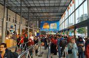 Hari Pertama Penambahan Kereta Mudik, Stasiun Pasar Senen Banjir Penumpang
