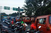 Penumpang Mengeluh Naik Ojol Harus di Lay Bay Stasiun Bekasi