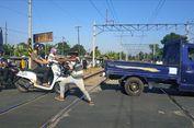 Mengapa Kopral Jaga Pelintasan Kereta Sambil Bergaya Silat?