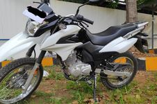 Penampakan Motor Dual Purpose Suzuki