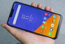 Menjajal Smartphone Kamera Ganda Asus ZenFone 5