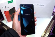 Melihat Oppo F7 Youth
