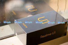 Realme U1, Layar Lega Punggung Mengkilap
