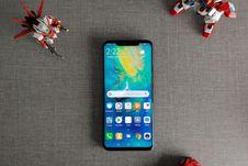 Menggenggam Ponsel Teratas Huawei, Mate 20 Pro