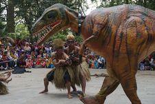 Aksi Dinosaurus Ini Bikin Heboh Lereng Gunung Lawu
