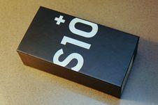 Mengintip Isi Boks Galaxy S10 Plus, Ponsel Termahal Samsung