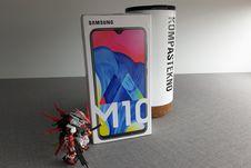 Melihat dari Dekat Samsung Galaxy M10