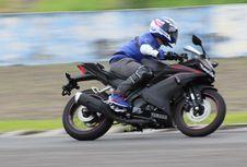 """Mengejar """"Top Speed"""" Yamaha All New R15"""