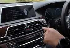 Eksplorasi 'Gesture Control' Dalam Kabin BMW Seri 7