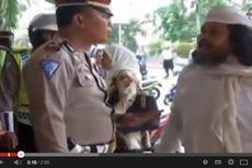 Ditilang karena Tak Pakai Helm, Pria Ini Memaki Polisi