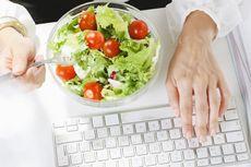 Makan Siang di Meja Kerja Bikin Gemuk?