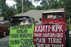 Tolak Korupsi, Seorang Pensiunan Satpol PP Demo di Kejati