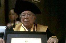 Wisudawan Tertua Universitas Padjadjaran, Tetap Semangat di Usia 91 Tahun