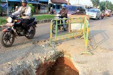 Jalan Rusak di Bekasi Belum Ditangani
