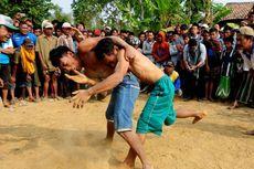Gulat Okol, Tradisi Warga Menunggu Hujan Turun