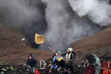 Kasada di Tengah Erupsi Gunung Bromo