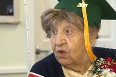 Tepat pada Usia 100 tahun, Wanita Ini Mendapatkan Gelar Diploma
