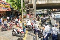 Sepeda Motor yang Parkir di Trotoar Kawasan Tanah Abang DItertibkan