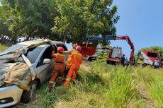 Pengemudi Mengantuk, Mobil Tercebur ke Kanal Banjir Timur Duren Sawit