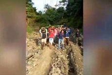 Miris, Akses Jalan Rusak, Ibu Mau Melahirkan Ditandu dengan Sarung Lewati Hutan dan Gunung