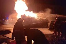 Dalam Satu Jam, Petugas Padamkan Kebakaran Truk Pertamina yang Tabrakan dengan Calya