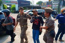 Bikin Jalan Macet, 7 Pak Ogah di Duren Sawit Diamankan Satpol PP