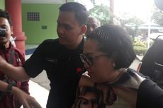 Tiba di RSKO untuk Rehabilitasi, Nunung Tersenyum dan Ucapkan Syukur