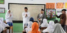Kitab Kuning Masuk Kurikulum Sekolah Negeri di Purwakarta, Kenapa?