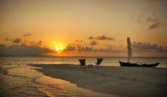 """Liburan ke Okinawa, Nikmati Panorama """"Sunset"""" di Pulau yang Hanya Muncul Saat Air Surut"""