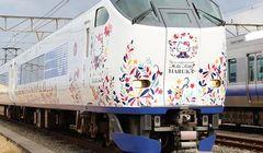 Lucunya, Kereta Hello Kitty Keluaran JR West Siap Melayani Anda!