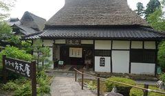 Membuat Hiasan Emas hingga Lihat Rumah Ratusan Tahun di Yunokuni no Mori