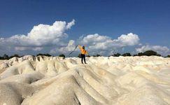 Menikmati Danau Biru, Oase di Tengah Gunung Pasir Bintan