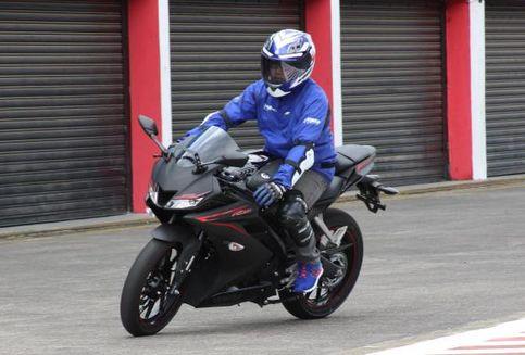 "Yamaha R15 Terbaru ""Anti-pegal"""