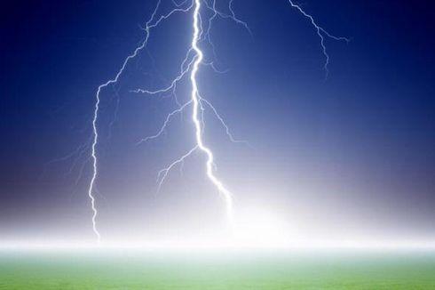 Badai Petir Terlihat di Lereng Utara Merapi