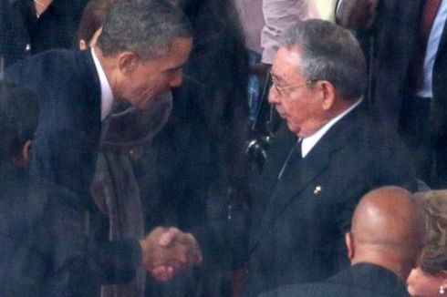 Fidel Castro Puji Momen Jabat Tangan Obama dan Raul