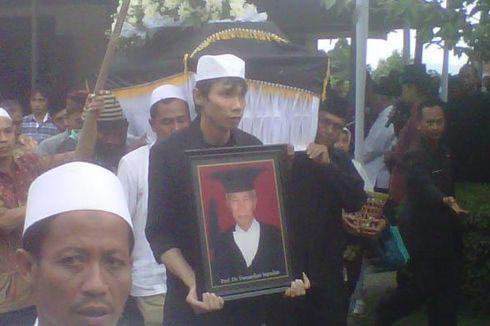 Ratusan Pelayat Iringi Pemakaman Damardjati Supadjar di Magelang