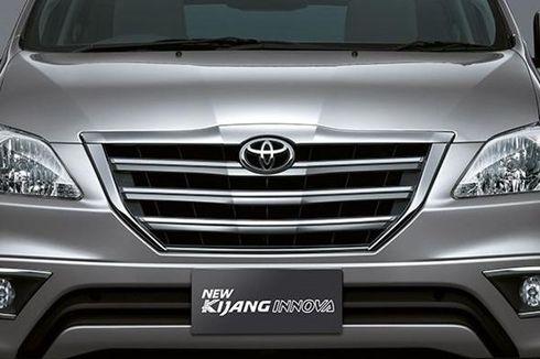 Aksi Mobil Keluarga Toyota Kijang Innova