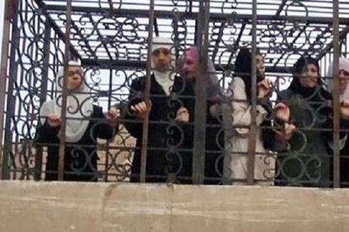 Pemberontak Suriah Jadikan Tawanan dalam Sangkar sebagai