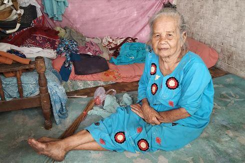 Kisah Mak Tiyah, Bertahan Menempati Rumah Panggung di Zona Merah Tanah Bergerak