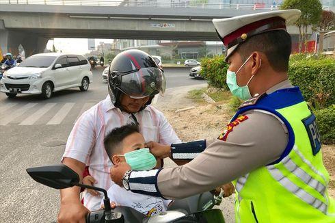Polisi Bagi Masker Dikira Razia, Banyak Pengendara Menghindar