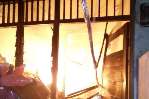 Diduga Korsleting Listrik, 4 Rumah Kontrakan di Duren Sawit Terbakar