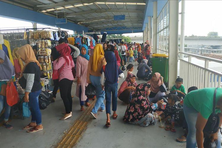 Suasana Skybridge Tanah Abang, Rabu (29/5/2019).