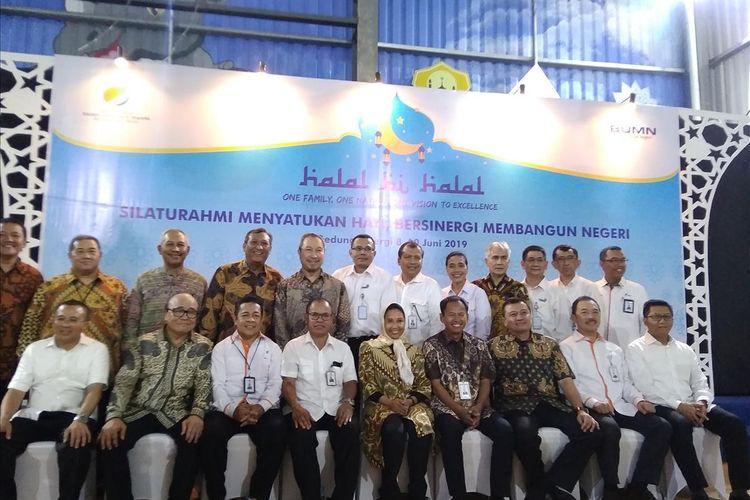 Tanggapan Menteri BUMN Rini Soemarno soal harga tiket pesawa Garuda Indonesia yang terlalu mahal dan belum tahunya rencana masuknya maskapai asing dalam acara halal bihalal Kementrian BUMn di Jakarta, Senin (10/6/2019).