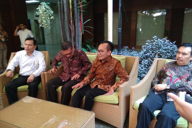 Sekretaris Kementrian Koordinator Bidang Perekonomian Susiwijono mengungkap akan mengevaluasi Tarif Batas Atas pesawat dan masuknya maskapai asing bersama Darmin Nasution mulai Pekan Depan.
