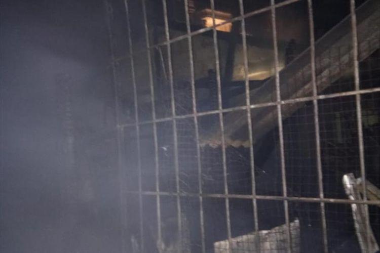 Sisa kebakaran yang melalap enam unit rumah dan sebuah mushala di Duren Sawit, Jakarta Timur, Kamis (27/6/2019) malam.