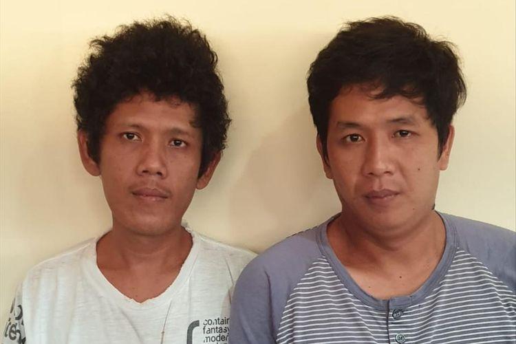 Tersangka Ari Dermawan (31) dan Benny Anggara (29) yang melakukan pengerusakan mobil polisi saat diamankan di Polresta Palembang.
