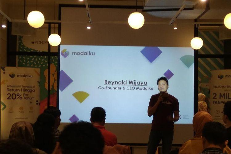 Co-Founder dan CEO Modalku Reynold Wijaya memberikan paparan kinerja Modalku hingga tahun 2019 di acara media gathering dan halal bihalal Modalku di Jakarta, Rabu (3/7/2019).