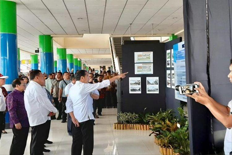 Presiden Jokowi saat melihat rencana pengembangan Bandara Samrat, Manado, Kamis (4/7/2019) pukul 12.05 Wita