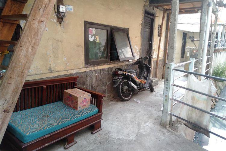 Jendela tempat tetangga memberi makan Murtini, ibunda Sudadi, Rabu (3/7/2019).